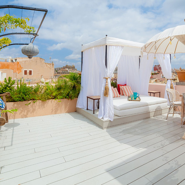 Como aprovechar una pequeña terraza con vistas - Diseño y decoración por Bondian Living